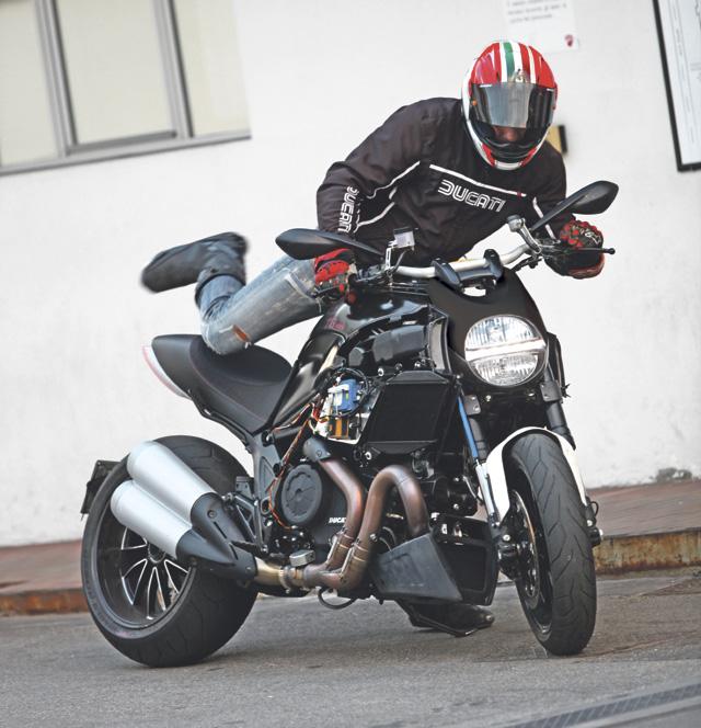 Ducati_Diavel