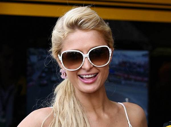 © xpb.cc - Neues Gesicht in der 125er-Szene: Paris Hilton tritt als Teamteilhaberin auf