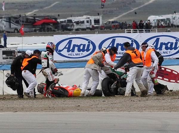 © worldsbk.com - Im ersten Rennen wurde Jonathan Rea von Max Biaggi abgeschossen
