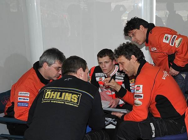 © Kiefer - Das Team um Stefan Kiefer möchte 2012 mit Stefan Bradl in die MotoGP