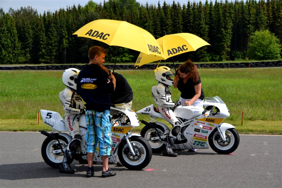 White Tiger Racing Team - Sophia #5 und Selina #33