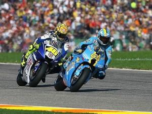 Loris Capirossi vor Valentino Rossi - © Suzuki