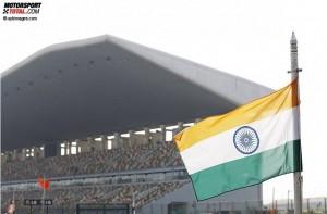 Tribüne und indische Flagge in Noida © xpbimages.com