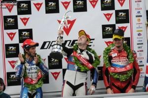 © iomtt.com - Guy Martin und Conor Cummins konnten Michael Dunlops Sieg nicht verhindern