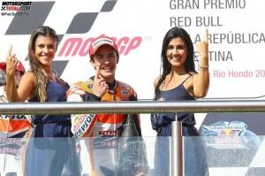 © Red Bull/GEPA - Marc Marquez ist oft von schönen Frauen umgeben, bleibt aber stets gelassen