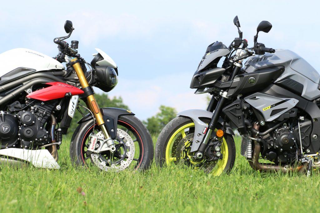 Auge in Auge mit dem Herausforderer: Früher traf man sich im Morgengrauen auf einer Wiese zum Duell, wir trieben die Test-Motorräder über die Schwäbische Alb.