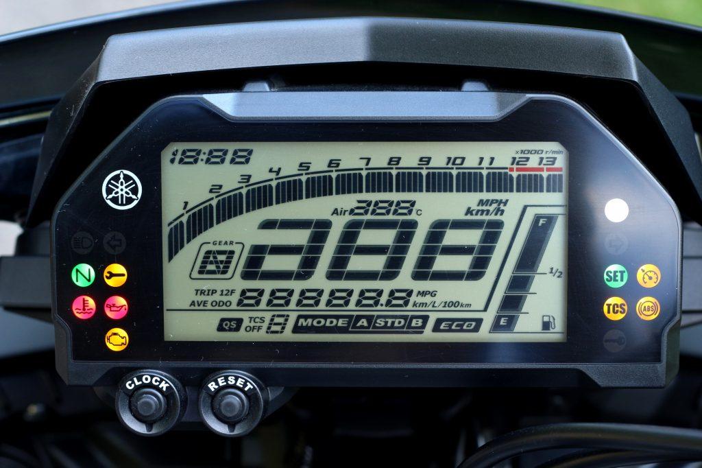Wie alle modernen Motorräder ihrer Klasse besitzt die MT das voll Entertainmentsystem mit ABS, mehrstufiger TC und unterschiedlichen Mappings. Letztere können aber nicht 100 Prozent überzeugen.