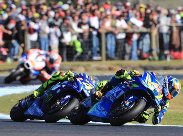 Rins vs Rossi - © LAT