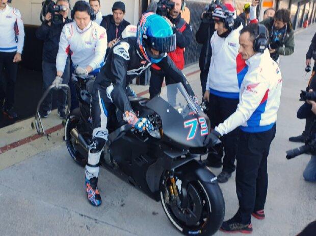 Alex Marquez stürzt beim ersten Ausflug mit der MotoGP-Honda