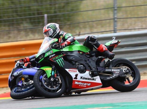Garrett Gerloff vs Jonathan Rea - © Motorsport Images