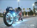 Motorrad Lichtspiele - eine mögliche Lösung für Nachtrennen. Auch gut für Boxensignale