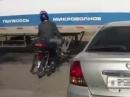 Abartiger LKW Crash: Fahrer Schock und ein paar Prellungen