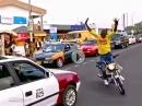 Abgefahrener Straßenkünstler: Verrückt oder Genial? Egal, Könner