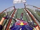 Achterbahn mit Motorrad Julien Dupont hat die Eier Red Bull Roller Coaster