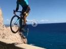 Adrenalin Junkie - Unglaublich! Mit einem Rennrad! Man mag nicht hinschauen