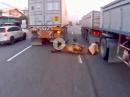 Albtraum: LKW Crash - der glücklichste Biker des Jahres - UNGLAUBLICH!
