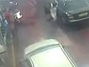 An der Tanke abgeräumt - der Autofahrer scheint extrem blind zu sein