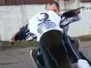 Attacke: Wheelie Crash und dem Kameramann auffe Fresse