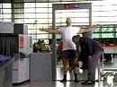 Auf dem Flughafen hat es der echte Harley Fan schwer ;-)