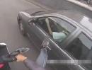 Auto vs Motorrad: Fährst du in die Spur mir rein, tret ich Dir die Türe ein