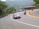 Autofahrer vs. Motorradfahrer - Vollidiot unterwegs