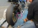 Axfix: Motorrad schnell, sicher verzurrt und schont die Federelemente