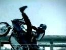 Motorradstunts als Werbeclip - gut gemacht.
