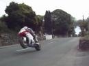 Ballagarey Corner, Isle of Man - Vorgarten Wheelie bei 250 km/h - bäämm