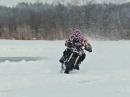Ballern auf gefrorenem Wasser - Winterfun auf zwei Rädern