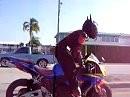Batmann hat Superman das Motorrad geklaut ;-)
