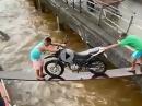 Behelfsbrücke - Ergebnis war abzusehen - Crash mit Wasserschaden