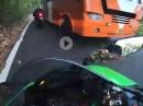 Beinah Bus Crash: Kommt der Bus auf Deiner Bahn, scheisse wenn gespannt der Hahn. Eingenässt