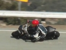 Beinah Crash - Great Save Triumph Triple Fahrer verschont sich in der Snake vorm Sturz