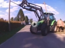 Beinah Crash: Steht der Traktor auf der Bahn, scheisse wenn gespannt der Hahn