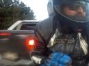 Beinah Motorradunfall: DAS war knapp: Pickup/SUV wird aus der Kurve getragen - TOP Reaktion