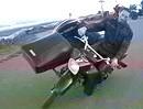 Motorrad Gespann: Beinchen hoch