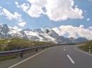 Berninapass (Passo del Bernina) grandiose Landschaft mit der gewaltigen Berninagruppe
