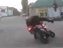Besoffener Motorradfahrer: Arsch voll! Toll :-(