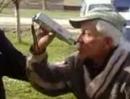 """Besoffener Opa bei Polizeikontrolle :-D """"Da kommt ja nichts raus ...!"""""""
