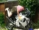 Motorrad waschen auf bayrisch mit Lederlutz