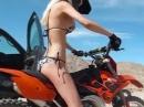 Bikini Crosserin Motto: Nur nicht auf die Fresse fallen !