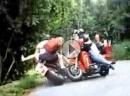Blechsofa trifft Gleichgesinnte - Harley-Treiber schiessen sich gegenseitig ab