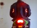Blinker und Bremslicht in Motorradjacke integriert - Verkehrssicherheit