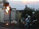 Blitzer Brandstiftung: Steht der Blitzer unter Feuer, wird das Foto nicht so teuer!