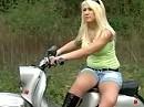 Blond und doof der Roller schmutzig, ich könnt schon wieder, ist das nicht putzig ;-)