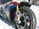 BMW S1000RR auf Eis - Nägel in den Gummi und ab dafür
