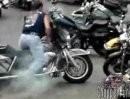 Harley Trottel - Burnout mit Domino-Effekt :-) DER räumt richtig ab *lol*