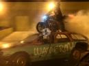 Burnout - Party auf dem Autodach, geht aber auf den Lack