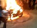 Explosionsburnout - burnt der Reifen völlig runter, explodiert der ganze Plunder