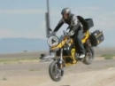 Chris McNeil Genialer Ritt BMW F800GS am fliegen - Topcase am Limit